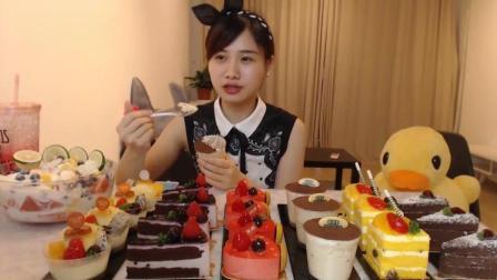 大胃王密子君: 今天有蛋糕店赞助, 我就敞开吃啦! 黑森林、蓝莓慕斯…