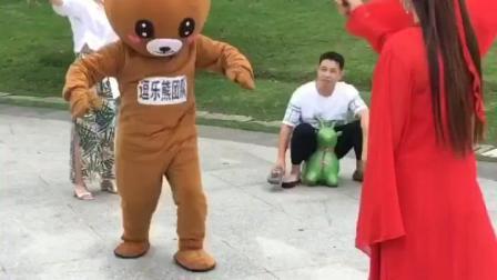 布朗熊: 我们来玩跳绳吧