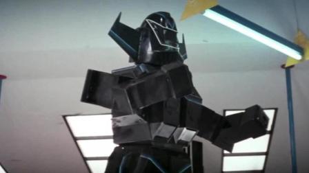 开始以为这个机器人成精了? 后一秒才明白, 是他在操作