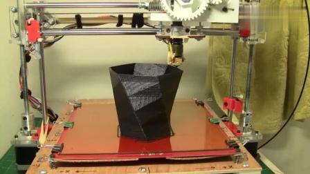 实拍3D打印机打印花瓶, 科技发达就是不一样