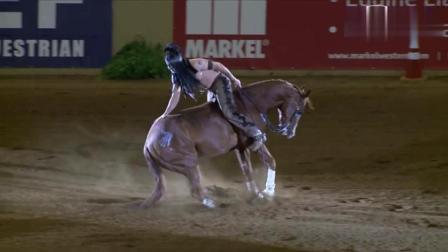 印第安人的西部马术表演, 没想到竟然还有这样的操作, 倒着骑马, 太牛了! !