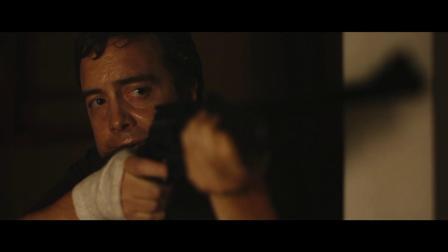 《蓝色废墟》  潜伏屋内偷袭仇人 妇人举枪反击