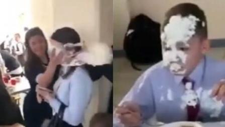 """火龙果传媒 第一季 女孩遭蛋糕拍脸 男孩""""躺着中枪""""一脸懵"""