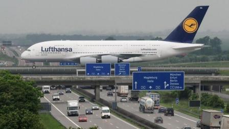 世界上最危险的高速公路, 飞机在头顶降落, 你敢走吗?