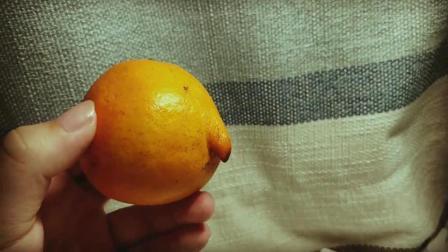 """一个忧郁的橙子, 拿起来的瞬间我笑喷了, 放下那个""""橙独秀""""!"""