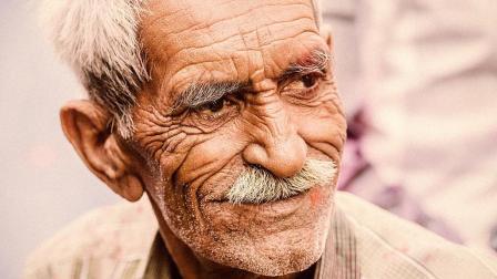 越南奇人50年没睡觉, 一天24小时干活, 轰动全球, 医生也束手无策
