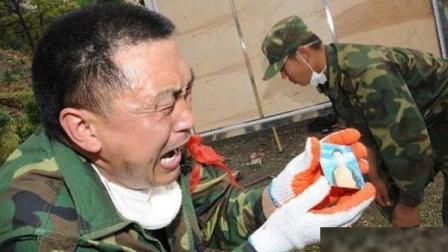 震撼心灵! 汶川地震10周年: 第一批解放军到达时, 所有百姓都哭了