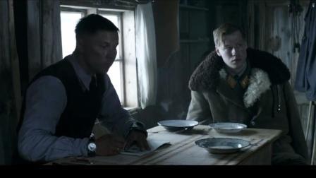 白色严冬:两国士兵围桌进餐,彼此敌视起争执!