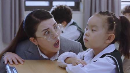 小虾米考试不答题盯住摄像头看, 老师得知原因后, 表情亮了