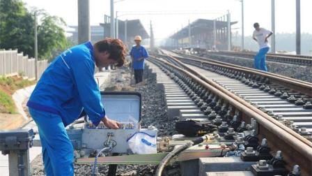"""中国打造""""超级高铁"""", 美国看中国钢轨对接: 我们还没有这技术!"""