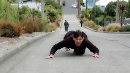 世界最陡的路: 每走3米就上升1米, 设计师被骂惨了!