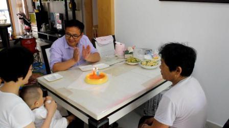 今年母亲节正好又是我老婆生日, 用电饭煲做个生日蛋糕, 祝老婆永远18岁!