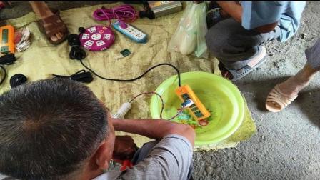 街边买的防水插座真防水? 小贩障眼法要提防, 36伏电压不导电