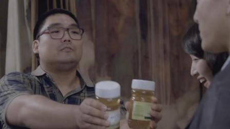 班花结婚, 乡下同学送自己产的蜂蜜, 新郎连看都没看一眼, 差点就扔了