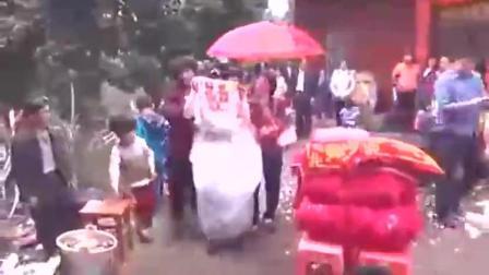 农村婚礼习俗, 新娘拿的这毛巾是干嘛呢