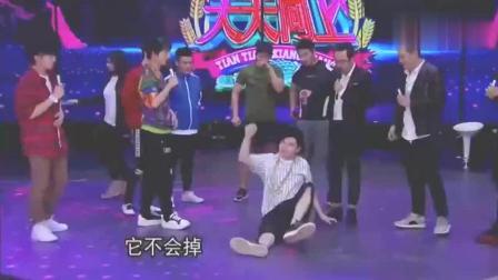 钱枫学韩国健身教练单手举水杯, 不料却发生了意料之外的事, 尴尬