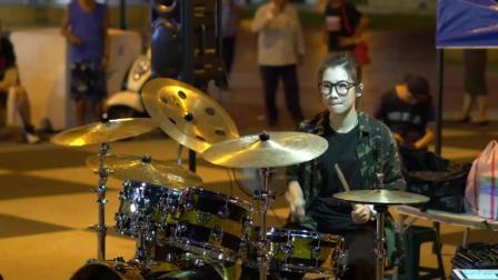 罗小白街头架子鼓表演《帅到分手》, 小舞台也有大演奏
