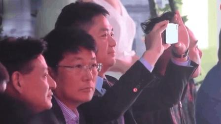 林志玲内衣秀, 刘强东当场拿出手机就拍, 奶茶妹妹你怎么看?
