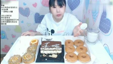 弗朗西斯卡吃慕斯蛋糕, 甜甜圈等高热量甜品 一顿吃完胖五斤!