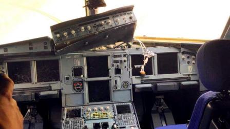 川航重庆飞拉萨班机途中玻璃破裂 备降成都