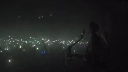 4年前的《平凡之路》在抖音又火了! 千人大合唱版本真的好听!