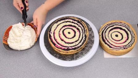 这蛋糕做的, 看的我头有点晕, 蛋糕师的花样真滴多