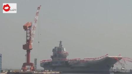 历史性的一刻! 首艘中国制造的002型航母下水试航