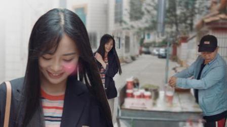 :外国小美女看上卖早餐小哥