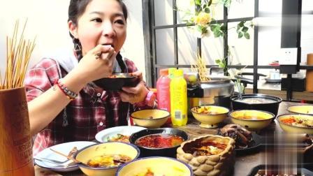 大胃王小猪猪去串串香小店大吃, 连红油都喝了是有多好吃