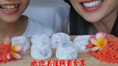 国外吃货微笑姐, 吃水果糯米糕, 听咀嚼声, 吃的真带劲!