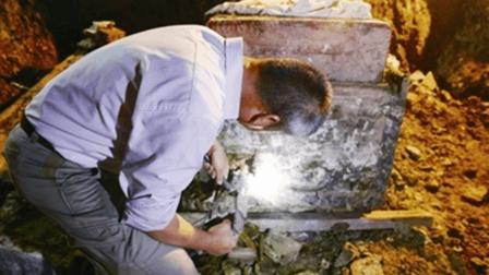 专家挖开一座古墓, 发现墓主人居然是自己祖先, 真挖自家祖坟!