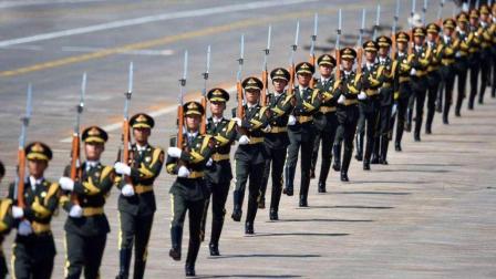 2019中国大阅兵将拿出史上最强阵容? 美网友: 中国阅兵已超全世界