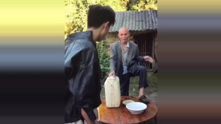 许华升不服输又来挑战酒神, 爷爷这套路还没喝已经赢了!
