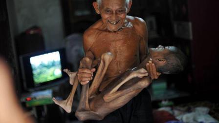 90岁的爷爷与病危的16岁孙子相依为命, 知道真相后, 所有人都哭了