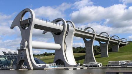 会翻身的大桥, 15分钟吊起4艘重船, 全球唯一的一座!