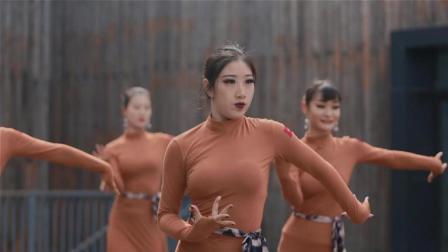 魔性拉丁舞版《Boom》, 满屏大长腿看到眼花缭乱
