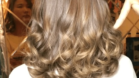 超级好打理的蛋蛋卷发型, 真是太好看了, 这个发色超显白