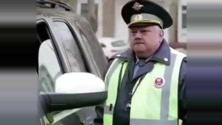 看看俄罗斯交警多厉害, 不愧是战斗民族