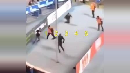 15个保安愣是没拦住这个球迷, 他一个人能赢一个球队加教练