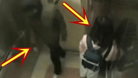 当口罩男走进电梯的那一刻, 粉衣妹子已经做好做了准备!
