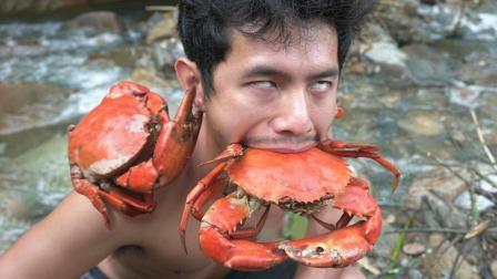 生存哥溪流里捕捉到野生大螃蟹, 原味烤熟自然鲜甜