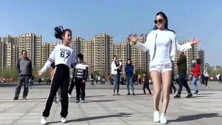 街拍鬼步舞, 愿做菩萨那朵莲, 简直是太漂亮!