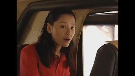 红绒花:妹子跟着俩小伙一块坐车到了荒郊野岭,妹子瞬间慌了