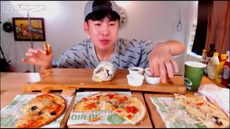 韩国豪放派大胃王吃播donkey哥哥吃芝士披萨, 奶油培根肉卷配泡菜