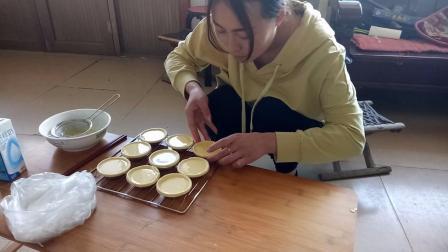农村儿媳第一次学做蛋挞,没想到效果这么好,婆婆吃了都夸张点赞