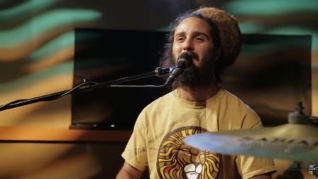 来自夏威夷的独特雷鬼音乐人与乐队的演奏, 独特的音乐风格Mike Love - Let It Rain