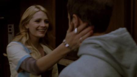 返校日迷情:美女见到自己喜欢的男子特别高兴,可男子并不觉得!