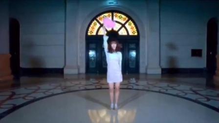 国产美女性感舞蹈翻拍性感扇子《芭比娃娃》! 扇子舞很有中国风!
