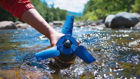 老外发明这风扇, 丢进河里就能发电, 方便快捷, 取之不尽