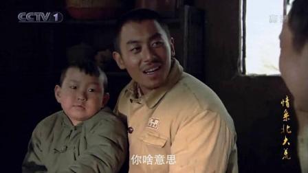 情系北大荒:豹子抱着个大胖小子吃饭!